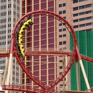 Big_Apple_Coaster_Attraction_Photo_2